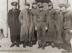 1941 - Oflag IV C Colditz. Drugi od prawej mjr W Steblik.
