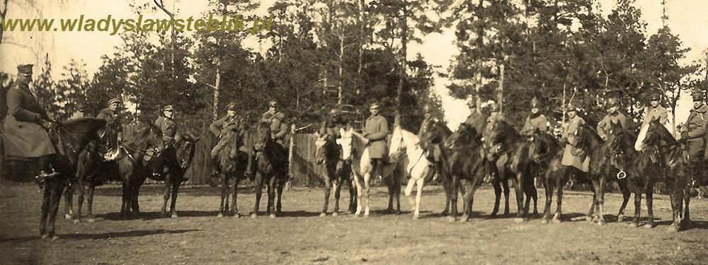1920 dowództwo 12pp, W Steblik szósty od prawej