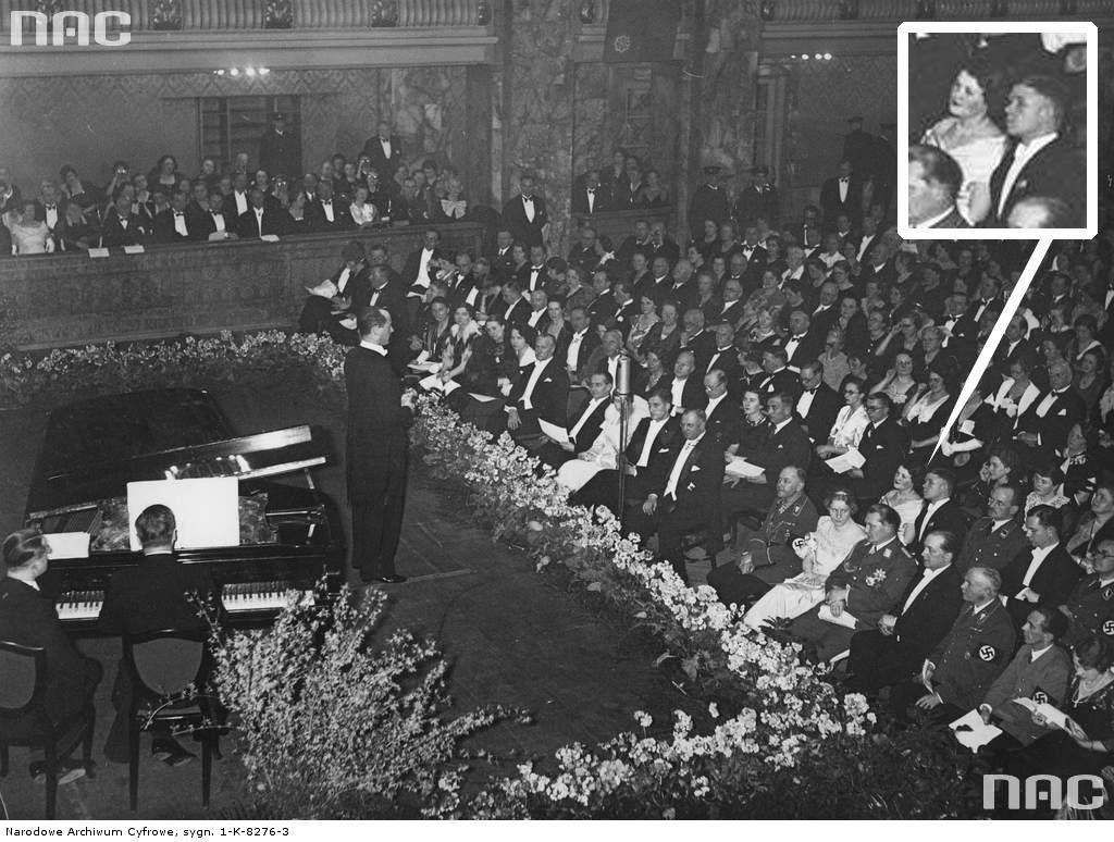 1935 02 25 Berlin - koncert Jan Kiepury na widowni za Goringiem mjr W Steblik z żoną Magdaleną. Obok Goringa ambasador Józef Lipski (zbiory NAC)
