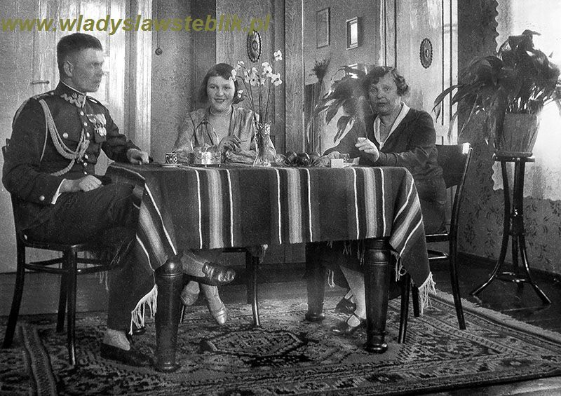 1932 - W domu - Władysław Steblik z żoną Magdaleną i teściową